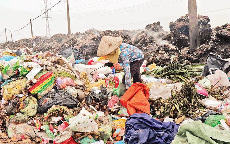 Bãi rác thải tự phát tại huyện Yên Phong, Bắc Ninh.